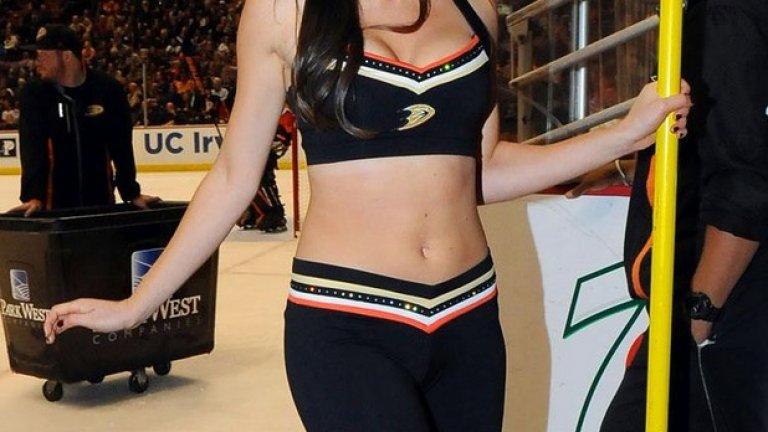 Ерина е от азиатски произход, също вече търсена за модел.
