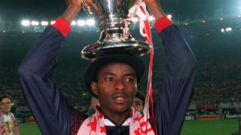 Финиди Джордж Нигерийското крило замина за Бетис през 1996-а, вкарвайки 38 гола в 130 мача преди да премине в Майорка. През 2001-ва бе трансфериран в Ипсуич, а две години по-късно се завърна в Майорка, където сложи край на кариерата си през 2004 г.