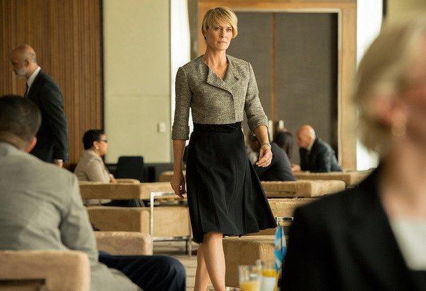 Робин Райт Догодина тази висока блондинка ще навърши 50 години, но какво от това. Робин Райт, освен в перфектна актьорска форма, е и в страхотна женска такава. Казват, че силните и уверени жени са най-секси и мис Райт е доказателството. Като бонус идва и фактът, че си има супер младо гадже. Не знаем за Кевин Спейси, но ние не бихме върнали госпожа Ъндърууд