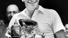 Дик Савит е единственият тенисист, който печели Уимбълдън при своя дебют (1951-а).
