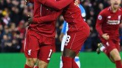 Салах и Кейта се радват след най-бързия гол, който Ливърпул е вкарвал досега във Висшата лига
