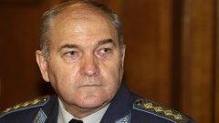 Кой е генерал Симеонов? И защо ако погледнем биографията му ще видим, че кандидатстването му за депутат от ДПС е не чак толкова изненадващ ход. (Вижте снимките)