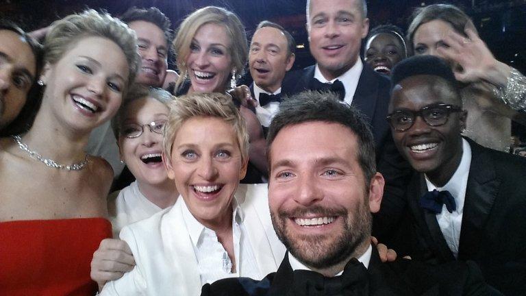 """""""Спонтанното"""" селфи на Елън Дедженерис Селфито на водещата Елън Дедженерис, което стана най-споделяният туит, бе квалифицирано от изданието """"Уолстрийт Джърнъл"""" като опит за реклама. Оказва се, че водещата е била част от рекламна кампания на бранд за производство на смартфони, а когато от компанията разбрали, че тя ще домакинства на наградите през 2014-та и има намерение да си прави снимки с номинираните знаменитости, и предложили свой телефон. Снимката, на която присъстваха Брад Пит, Анджелина Джоли, Брадли Купър, Мерил Стрийп, Дженифър Лорънс и Джулия Робъртс, направи рекордни ретуитвания, а """"Уолстрийт Джърнъл"""" я определят като """"най-добрата безплатна реклама""""."""