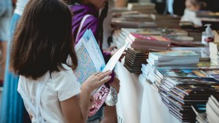 """Деца събраха 12,8 тона хартия за рециклиране в кампанията """"Стара хартия за нова книга"""""""