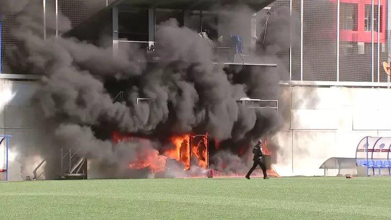 Отлагат квалификацията на Англия заради огромен пожар?