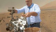 Водата в течно състояние на Марс всъщност не е открита от НАСА, а от Божидар Димитров по видение на Баба Ванга! На снимката Бойко Борисов реже лентата на новия кладенец с чудотворна марсианска вода, която скоро ще можете да намерите на пазара