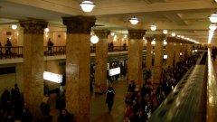 Два взрива избухнаха на Велики понеделник на две централни станции в московския метрополитен...