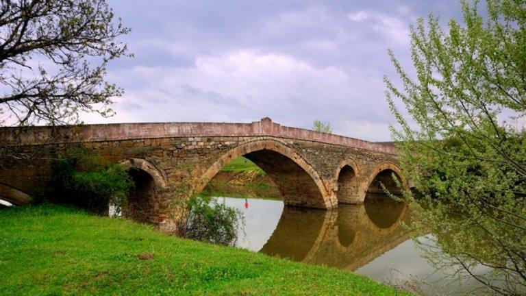 Гърбавия мост край Българене