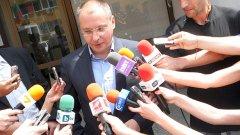За лидера на БСП Сергей Станишев уикендът стана постоянно работен - той не завършва седмица без да даде на медиите по някое бомбастично изкаване
