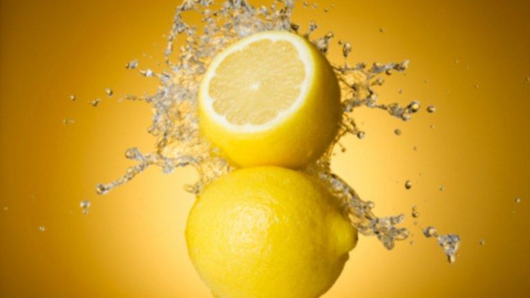 Лимон - 28 калории / 100 гр. Лимоните са богати на витамин C и противовъзпалителни съединения. Съдържат киселина, която може да помогне за предотвратяването и растежа на рак на гърдата. Съдържат съставки, които са в помощ на храносмилателната система и може да се използват при гадене.