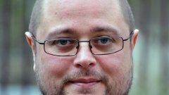 """Светлозар Желев е дългогодишен издател, работил в """"Колибри"""" и в """"Сиела"""", настоящ директор на Национален център за книгата към НДК"""