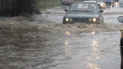 В Югоизточна България все още има проблеми и затворени улици на места