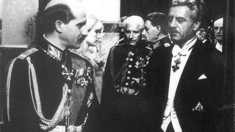 """Подценен: Цар и генерал (1966), 75 място  Вдъхновен от реални исторически събития, Въло Радев прави един от най-хубавите си филми. В центъра е сложният идеологически конфликт между цар Борис III и генерал Владимир Заимов. Генералът е патриот и антифашист с ореол на герой, но също така бива разкрит като съветски разузнавач, обвинен е в държавна измяна и след това осъден на смърт чрез разстрел. Цар Борис отлага смъртната присъда, като очаква, че Владимир Заимов ще помоли за помилване. В решителните мигове и двамата се връщат в спомените си и преосмислят своите отношения.  В емблематичните роли на Петър Слабаков (Заимов) и Наум Шопов (Борис III), царят и генералът са представени преди всичко като хора и след това като държавници пред трудни решения. Дори и да не е докрай верен на историческата реалност, """"Цар и генерал"""" се фокусира върху ситуация, която е някак показателна за цялата българска история."""