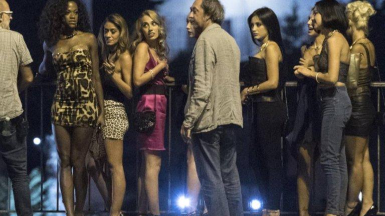 Берлускони обаче бе съден за секс с непълнолетни, защото бе разкрито, че по време на мощните партита в своите вили той и гостите се забавляват с момичета, които нямат 18 години.