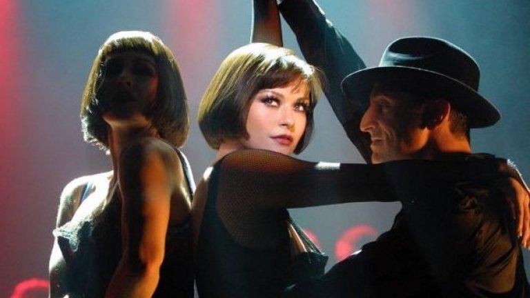 """Чикаго / Chicago - 13 номинации през 2003 г.   Рене Зелуегър, Катрин Зита-Джоунс, Ричард Гиър и още серия звездни имена блестят в мюзикъла на Роб Маршал, чийто сюжет се развива в Ерата на джаза през 20-те години.   """"Чикаго"""" спечели симпатиите на критиците, заслужи 13 номинации и спечели в шест от категориите - включително за най-добра поддържаща женска роля за Катрин Зита-Джоунс. Това е първият мюзикъл с награда за най-добър филм на годината след """"Оливър!"""" от 1968 г. - но съдейки по очакванията за """"La La Land"""", вероятно няма да е последният."""