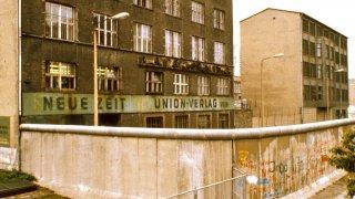 Най-масовото бягство през тунел под Берлинската стена
