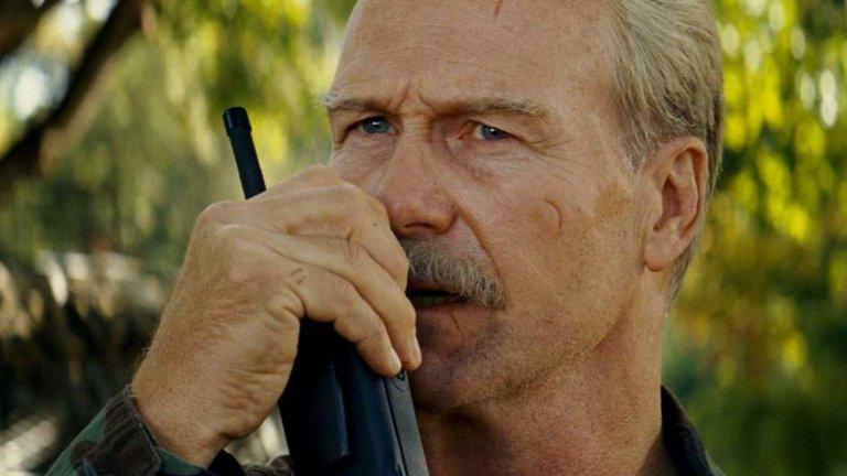 """Уилям Хърт  Хърт, носител на """"Оскар"""" за драмата """"Целувката за жената-паяк"""" с още три номинации за наградата, е сред първите носители на златната статуетка, които се появяват във филм на Marvel. Той партнира на Едуард Нортън в """"Невероятния Хълк"""" (2008 г.) като изпълнява ролята на ген. Тадеус Рос - баща на любимата на д-рБрус Банър/Хълк, твърдо решен да залови учения. Хърт се завръща в ролята с """"Капитан Америка: Войната на героите"""" (2016 г.) и последните """"Отмъстители"""" - """"Война без край"""" (2018 г.) и """"Краят"""" (2019 г.). Ще го видим и в самостоятелния филм за """"Черната вдовица"""".  Нещо любопитно: Хърт е номиниран за """"Оскар"""" за ролята си в друга екранизация на графична новела - """"Тъмно минало"""" (A History of Violence), където си партнира с Виго Мортенсен и Ед Харис."""