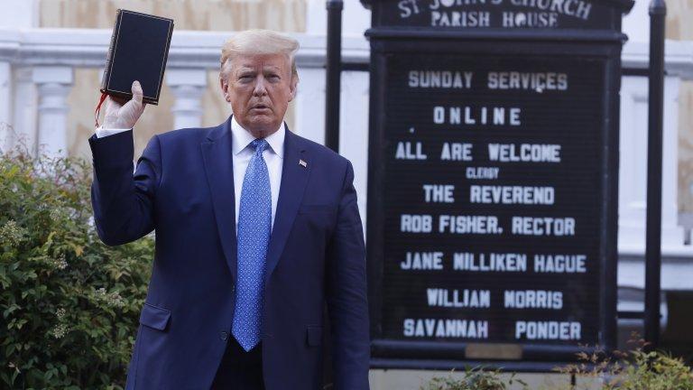 Съветници са предупредили американския държавен глава да не помилва себе си, тъй като ще изглежда виновен