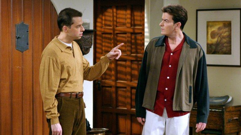 """Two and a Half Men / """"Двама мъже и половина""""   Също няма какво да се обяснява - чичо Чарли и неговия по-смотан брат Алън и техните истории, изпълнени със секс, бивши съпруги и грижи за малкия Джейк. Да, след изгонването на Чарли Шийн, сериалът става ултимативно по-зле, но пак е гледаем. Все пак обаче ние се съсредоточаваме повече върху онези сезони, в които той все още е в шоуто и то е идеално просто да го погледаш, да се посмееш и да оставиш грижите някъде другаде."""