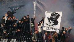 За разлика от феновете на Славия, техните любимци на терена този път не развяха бели знамена срещу Левски