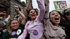 Жени прокарват социалните промени в Ирландия, но в реалната политика те все още са малцинство. Активистки се опитват да променят това.
