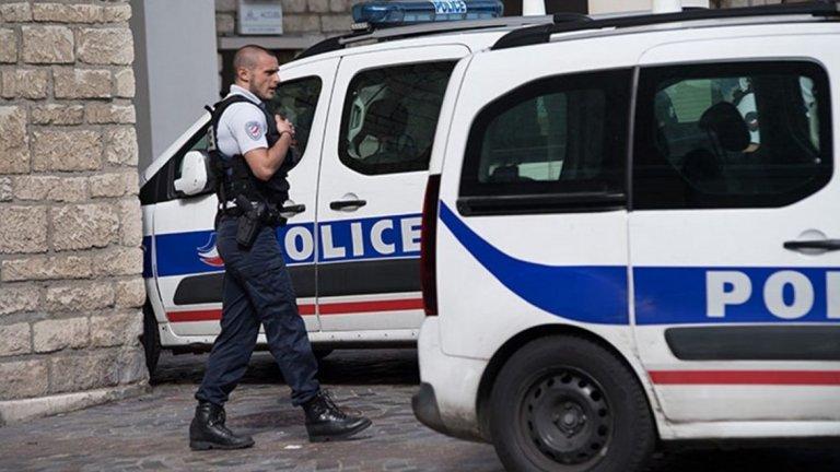 Униформен служител и нападателят са загинали при инцидента