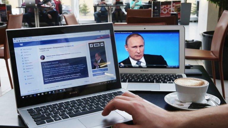"""Владимир Путин: """"Хакерите са свободни хора. Като художниците: имат добро настроение, занимават се с това да рисуват картини. Събуждат се тази сутрин, прочитат, че нещо се случва в международните отношение и - ако са настроени патриотично - започват да внасят своята справедлива лепта - по своето разбиране - в борбата с онези, които се отнасят лошо спрямо Русия. Възможно ли е това? На теория е възможно"""""""