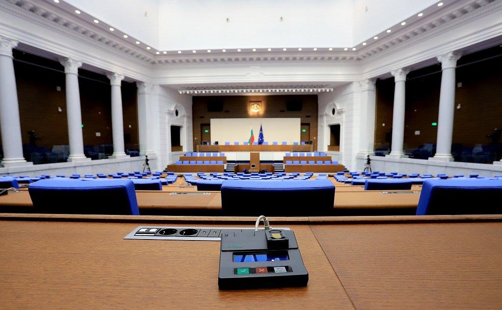 От новия политически сезон народните представители ще заседават в нова зала в сградата на бившия Партиен дом в София.