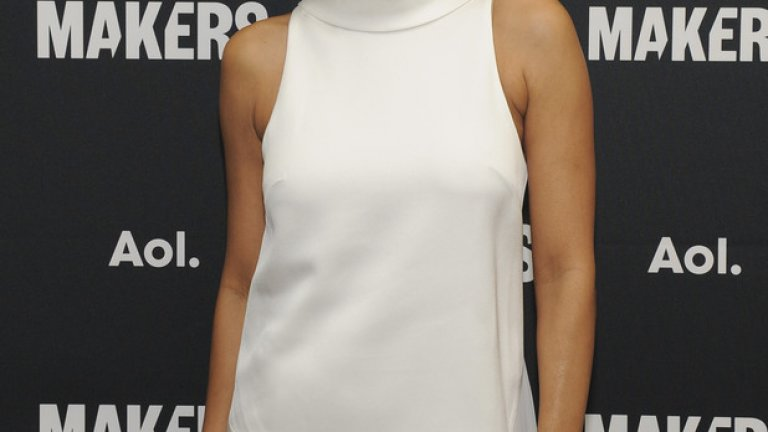 """Хали Бери Ако Хети Макданиел е първата афроамериканка, получила """"Оскар"""" изобщо (за поддържаща роля в """"Отнесени от вихъра"""" през 1939 г.), то Хали Бери е първата афроамериканка, отличена като най-добра актриса от Филмовата академия. Това се случи през 2001 г. за главната й роля в """"Балът на чудовището"""" (Monster's Ball).  Хали Бери изпълнява ролята на съпруга на осъден на смърт чернокож, чийто екзекутор (Били Боб Торнтън) е предопределен да намери нов живот и нова надежда заедно с вдовицата на убития."""
