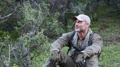 """Джоел Ламбърт ще ни научи как на практика да оцеляваме, като прилага 4-те свои приоритета в поредицата """"Менхънт"""", всяка неделя от 21:00 часа по Discovery Channel"""