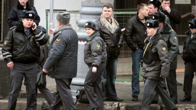 Милицията в Москва е на крак заради взрив на летище Домодедово, за който се предполага, че е терористичен акт...