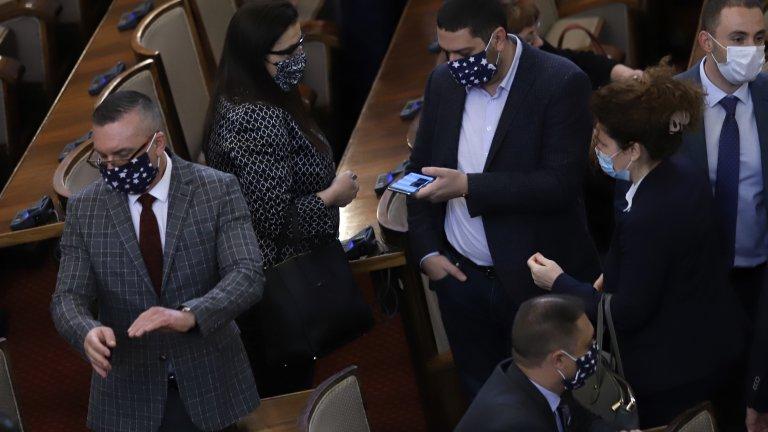 Парламентът ще работи на авариен режим