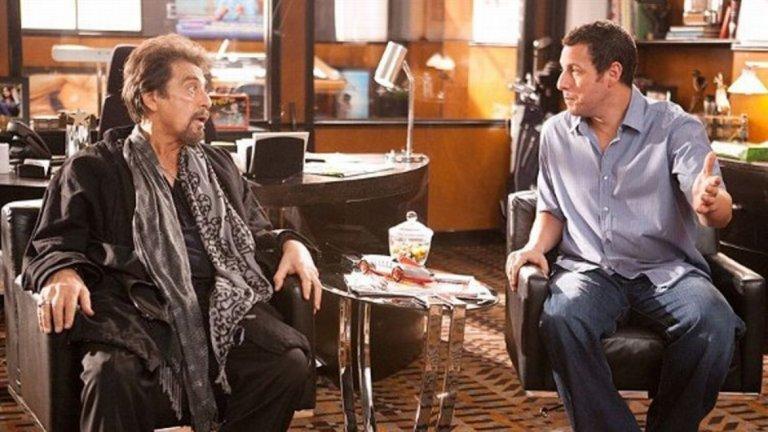 """Джак и Джил (2011) И какъв по-добър контрапункт на Рой Кон и """"Ангели в Америка"""" от ролята на Пачино като самия себе си в меко казано странния и откачен """"Джак и Джил"""" на Денис Дуган - опустошителна семейна комедия, в която Адам Сандлър играе брат и сестра близнаци. Тук Пачино си пада по сестрата Джил и се опитва да я свали с всевъзможни тактики, а в един момент дори му се налага да рапира.  Филмът се отнася с уважение към Пачино, но актьорът не се страхува да използва собствения си образ като обект на майтап. Въпреки това той така и не бе приет добре нито от публиката, нито от критиците."""