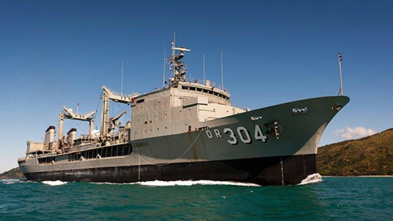 Ако бъдат локализирани останки, австралийският петролен танкер HMAS Success е готов да участва с крановете си