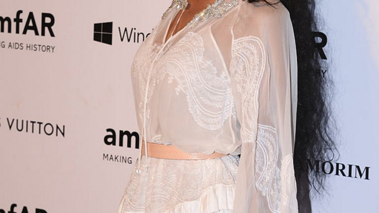 Роденият в Бразилия транссексуален модел Лий Т отвори нови врати за цялата индустрия. През 2010 г., много преди модният свят да започне сериозни разговори за половите стереотипи, тя стана лице на Givenchy. Оттогава не спира да участва в шоута на подиума, рекламни кампании и др. През 2014 г. става първият трансджендър модел, който представлява световната марка Redken.
