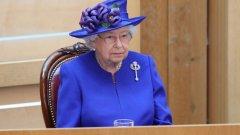 При настоящата криза Елизабет II не бива да остава аполитична