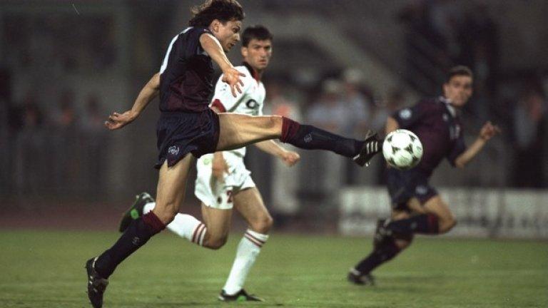 """Яри Литманен Смятан за най-добрия финландски футболист в историята, Литманен си спечели трансфер в Барселона през 1999 г., но периодът му на """"Камп Ноу"""" бе белязан от контузии. Изкара 12 магически месеца в Ливърпул, където вдигна и Купата на УЕФА през 2001 г. Върна се в Аякс, където отново не изкара дълго и приключи кариерата си в родния Хелзинки. Според много анализатори пътят му в кариерата не респондира напълно с таланта, който имаше. Литманен има 137 мача за националния отбор на Финландия, отбелязвайки 32 гола."""