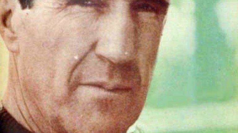 7. Еленио Ерера  Първият треньор, който става истинска суперзвезда и обира лаврите за успехите на своя тим. Усъвършенства катеначото и води големия Интер от 60-те, с който печели три титли на Италия и две поредни Европейски купи. Преди това става 4 пъти шампион на Испания с Атлетико Мадрид и Барселона.