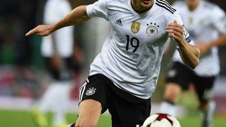 Леон Горецка (Шалке)  Далеч по-неочакван ход би бил изборът на Горецка, една от новите звезди на германския национален отбор. Той е халф с вкус към атаката и обича включванията от задна позиция, прави впечатление и че само на 22 г. вече има над 100 мача в Бундеслигата. В края на сезона договорът му с Шалке изтича и затова той ще може да бъде взет през зимата без да трябва да се чупят трансферни рекорди - но ако Ливърпул избере него, ще влезе в сблъсък с Байерн за подписа му.