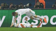Роналдо скача върху Каземиро след втория гол във вратата на ПСЖ, който се оказа и победен
