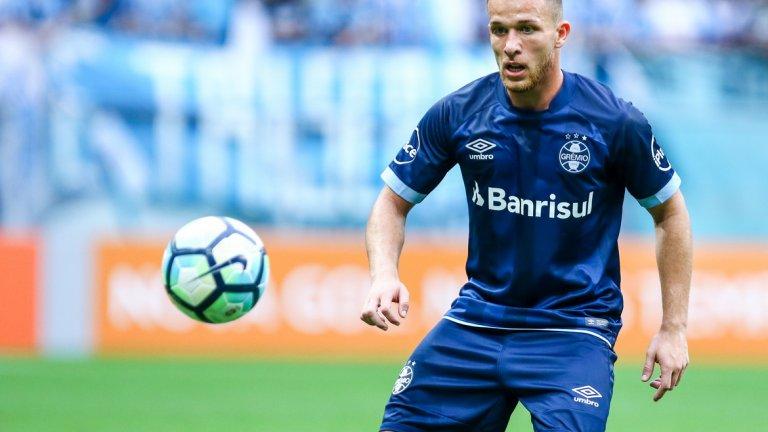 """Артур ще бъде футболист на Барселона от лятото, но най-вероятно ще се премести на """"Камп Ноу"""" малко по-късно"""