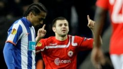 Любимецът на феновете Спас Делев успя да се разпише и срещу Порто