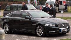 Какви са колите на властта? Обникновено всяко правителство държи на своите производители. Именно и затова Дейвид Камерън се вози в Jaguar XJ Sentinel от 2010-та година