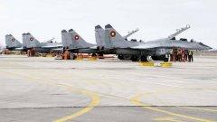 Военните пилоти отказват да летят за тренировки