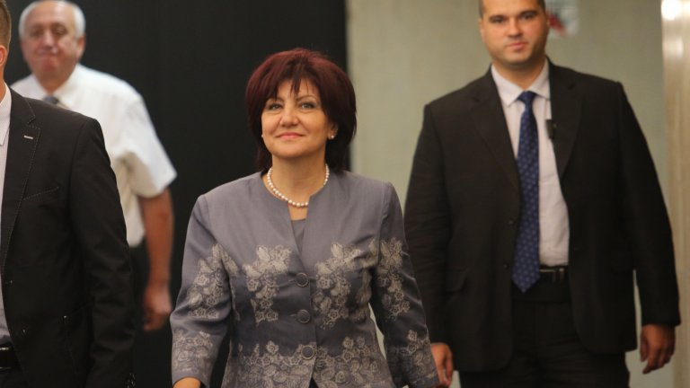 По думите ѝ всеки посетител на Народното събрание трябвало да напусне сградата до 30 мин. след края на срещата си