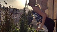 """""""Целунах момиче... О, не, то било Айфеловата кула"""", пише провокативно 28-годишната съпруга на Александър Лебедев - Елена Перминова в своя instagram профил, като прави асоциация с песента на Кейти Пери"""