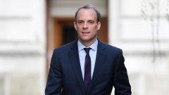 Докато британският премиер е в болница, правителството му предприе неочаквани действия, за които всъщност не е сигурно дали има право да извършва