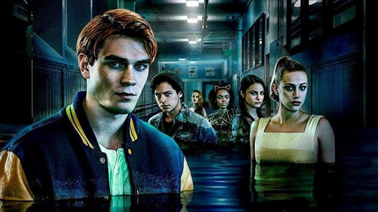 """""""Ривърдейл"""" (Riverdale)  Ситуацията с тийнейджърския сериал на CW е с една идея по-сериозна. От Warner Bros. спряха работата по пети сезон, след като стана ясно, че член на екипа е имал контакт с човек, дал позитивна проба за новия коронавирус. Продуцентите съобщиха, че работят с властите, за да се провери с кого е имал контакт членът на екипа."""