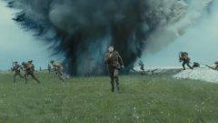 Ричард Мадън (Роб Старк) и Дийн-Чарлс Чапман (Томен Баратеон) са отново заедно на екран след Game of Thrones, но тук играят братя. По-малкият (Чапман) има важна мисия по време на Първата световна война, която ще спаси по-големия му брат и още стотици британски войници.