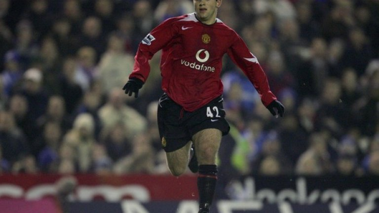 """Джузепе Роси  В годините си на изгряващ талант не получи достатъчно шансове да се наложи в първия отбор на Манчестър Юнайтед заради твърде сериозните имена в атаката на """"червените дяволи"""" тогава. Роси обаче блесна във Виляреал като един от най-резултатните нападатели в Испания. За съжаление, хронични контузии в коляното му попречиха да осъществи големия си потенциал. След като претърпя поредната си сериозна травма, в момента той е без отбор."""